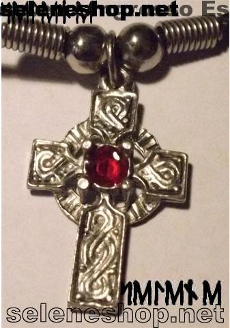 ciondolo croce celtica pietra rossa